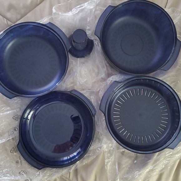 Tupperware stack cooker NEW never used